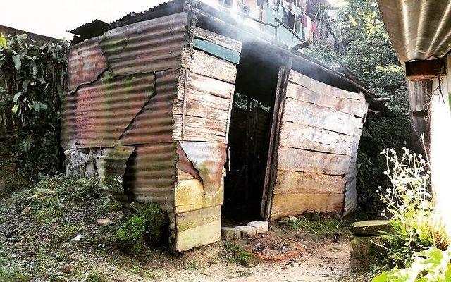 Movilizar al alcalde para que su vecino no viva en una situación de pobreza extrema, le solicitan materiales para construcción de casa digna.